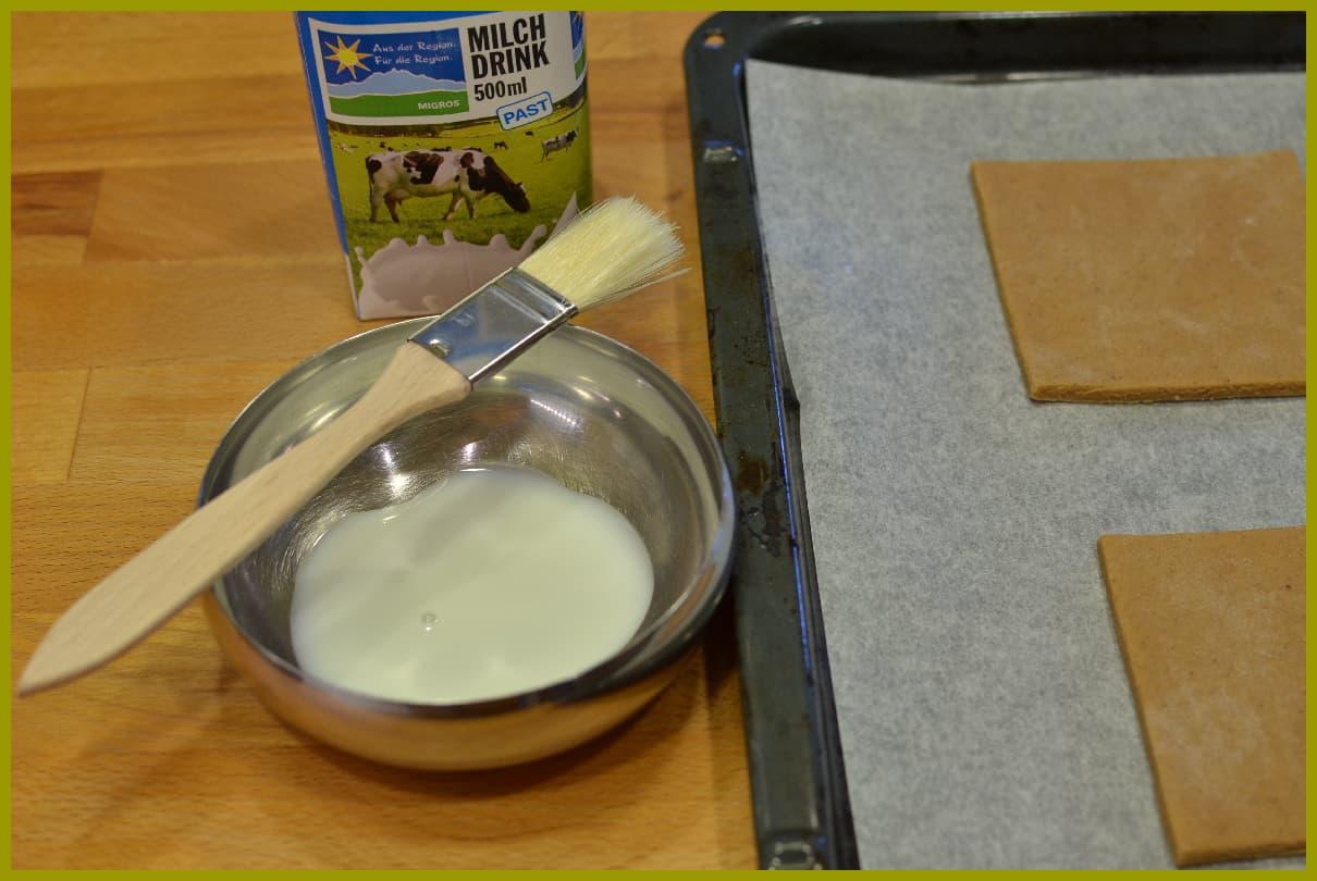 2 mal mit Milch bestreichen